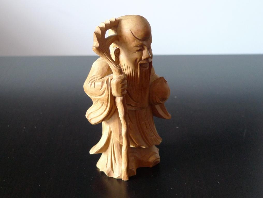 Шоусин из сандалового дерева