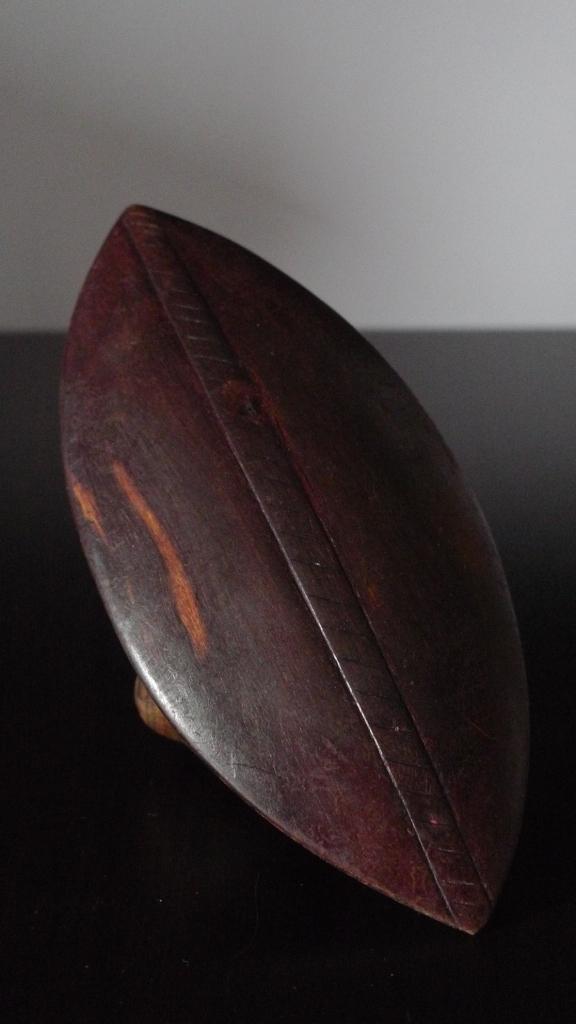 Щит аборигена из красного дерева