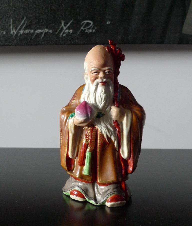 Фигурка мудреца, фарфор, Китай
