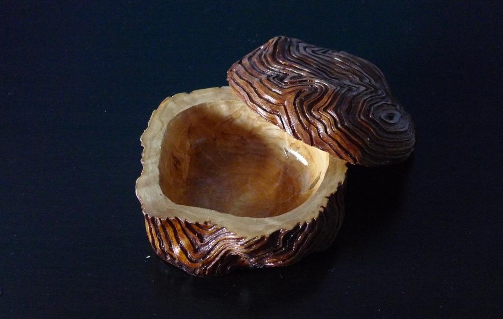 Шкатулка из капа березы
