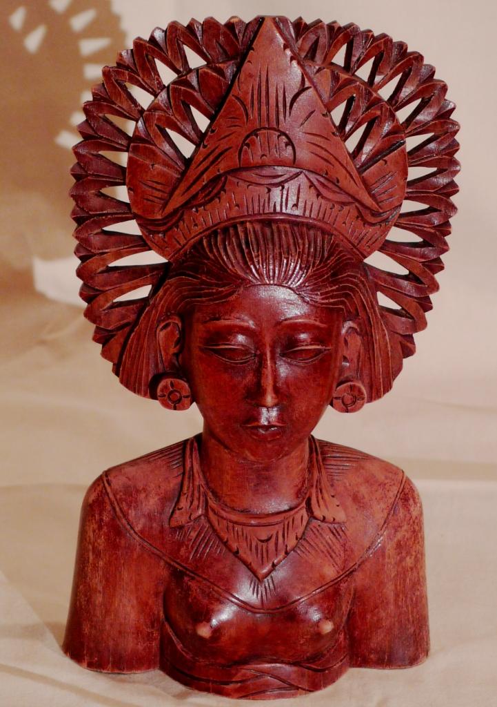 Бюст, красное дерево, о.Бали