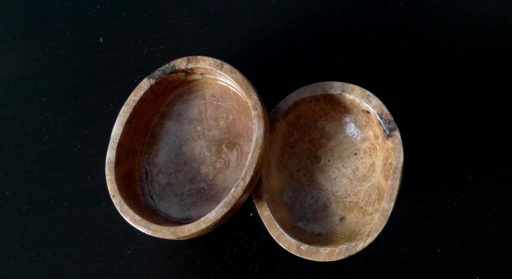 Маленькая шкатулка из капа березы