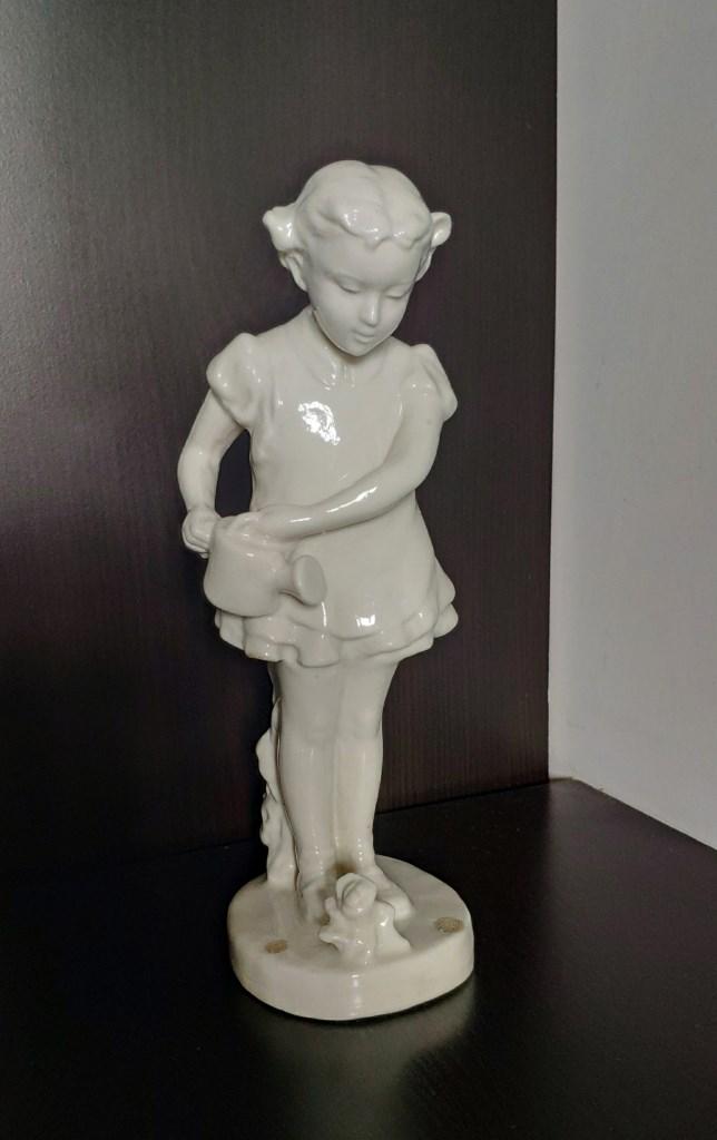 Статуэтка, Девочка с лейкой