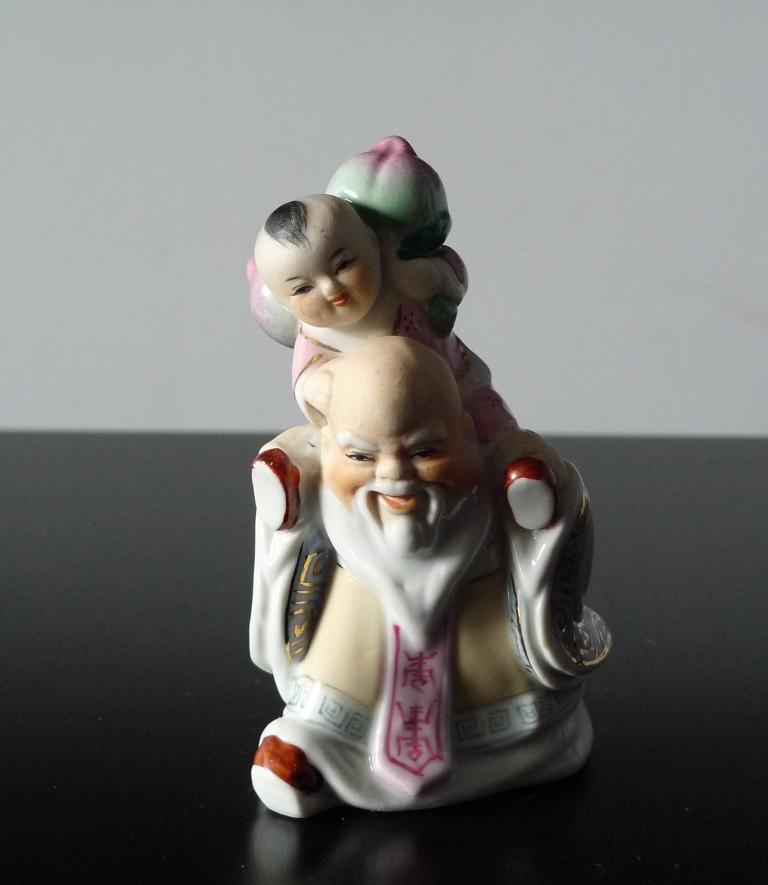 Статуэтка, мудрец с ребенком, фарфор, Китай