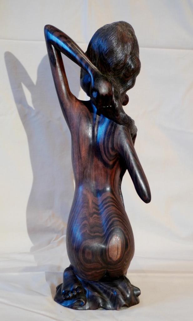 Скульптура Балийской девушки