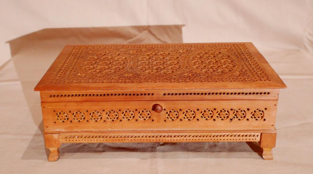 Шкатулка из сандалового дерева
