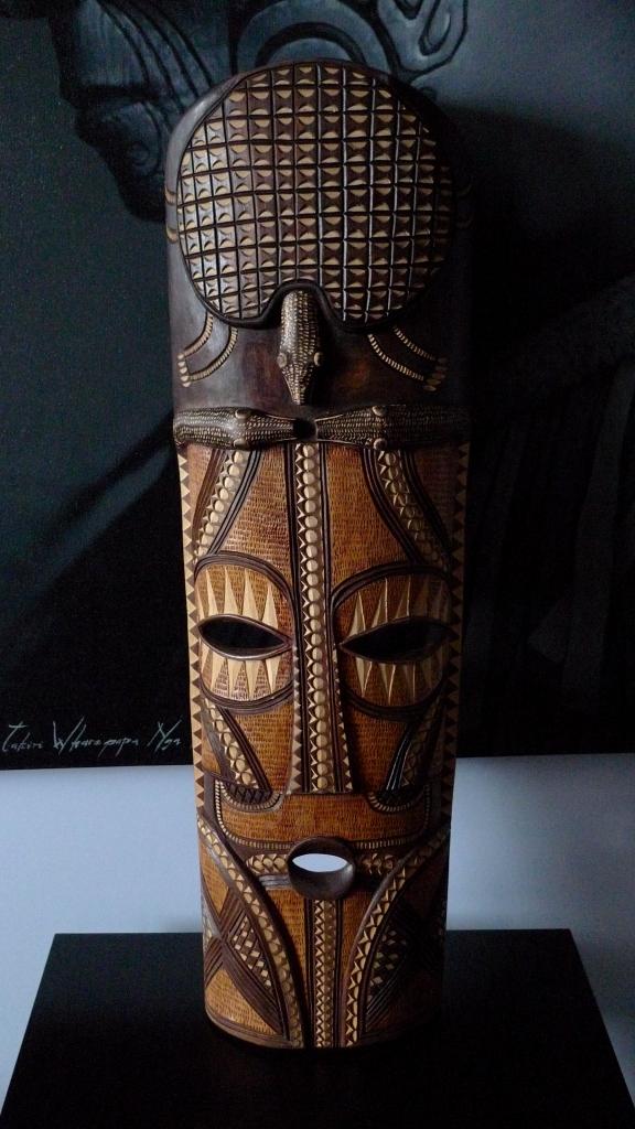 Африканская маска ручной работы
