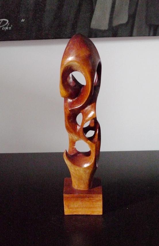 Скульптура из тикового дерева