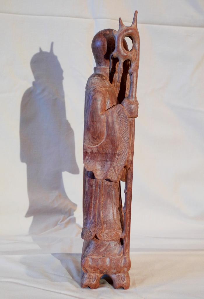 Антикварный старец из красного дерева