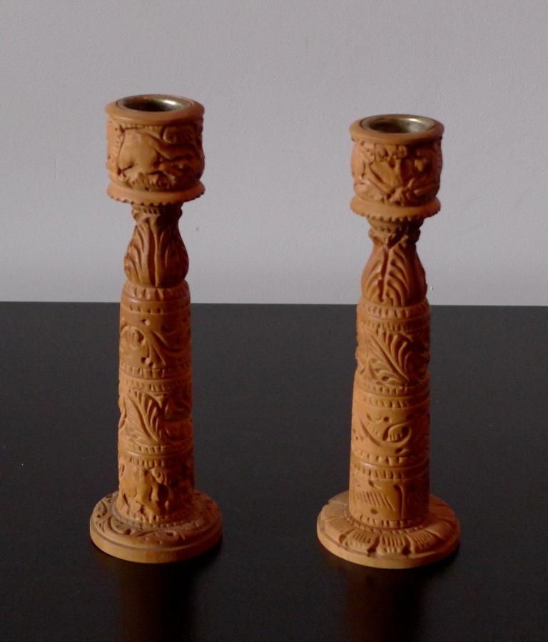 Подсвечники из сандалового дерева
