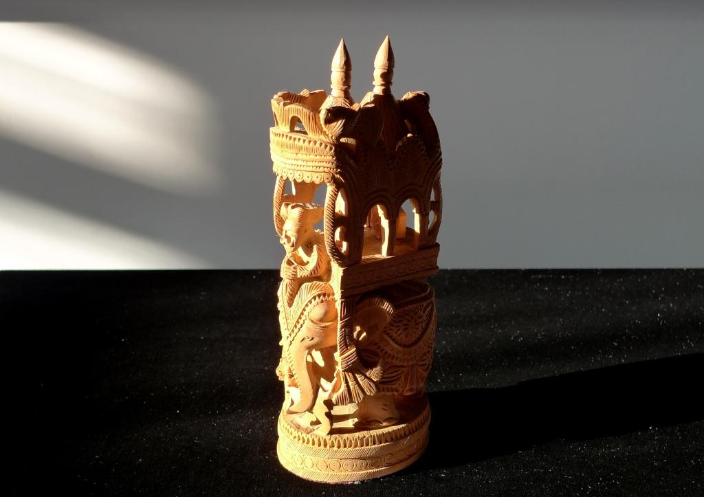 Скульптура, натуральный сандал, Шри-Ланка