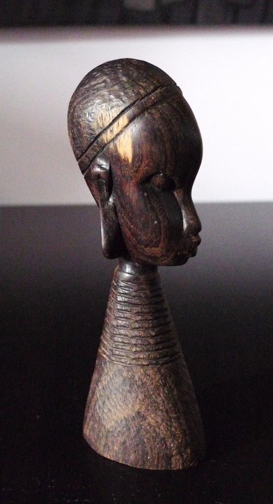 Антикварная фигурка из черного дерева